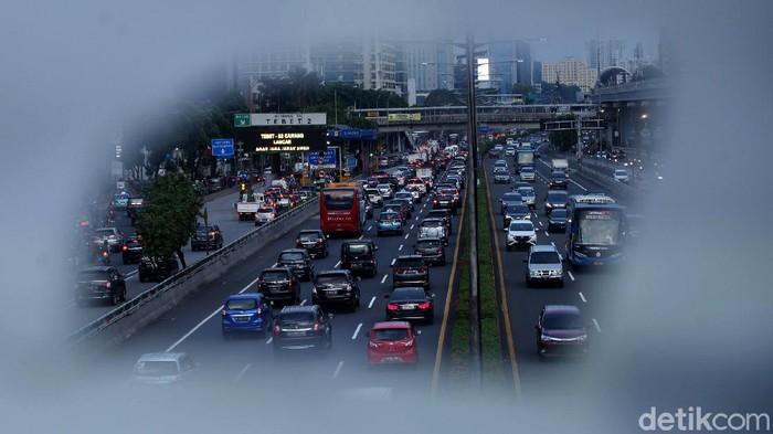 DKI Jakarta kembali melonggarkan PSBB ketat ke kebijakan PSBB Transisi. Lalu, bagaimana dengan kondisi lalu lintas?