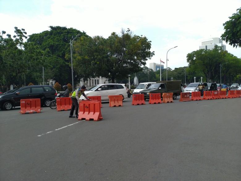Lalu lintas di sekitar Istana kembali dibuka usai selesainya demo buruh di Patung Kuda