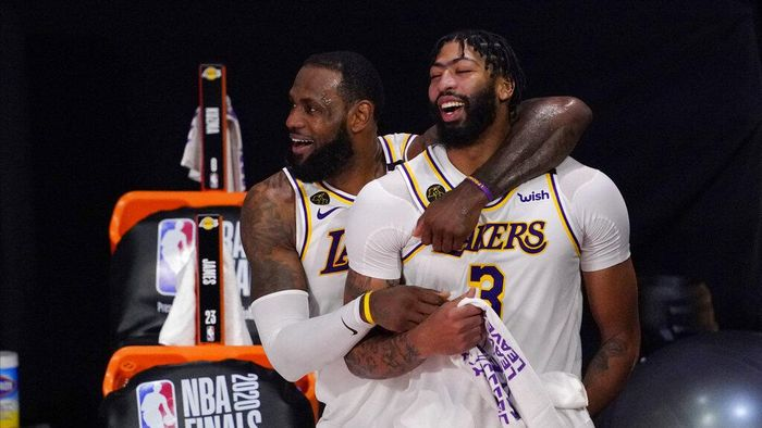 Los Angeles Lakers LeBron James (23) and Anthony Davis (3) celebrate after the Lakers defeated the Miami Heat 106-93 in Game 6 of basketballs NBA Finals Sunday, Oct. 11, 2020, in Lake Buena Vista, Fla. (AP Photo/Mark J. Terrill)