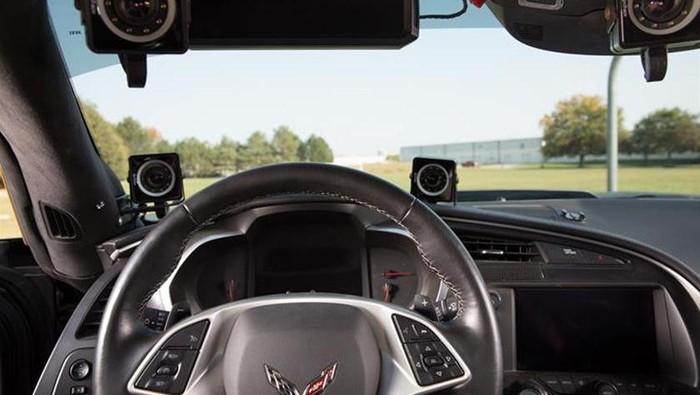Seorang pebalap yang lumpuh bisa balapan lagi berkat aplikasi sensor wajah pada mobil