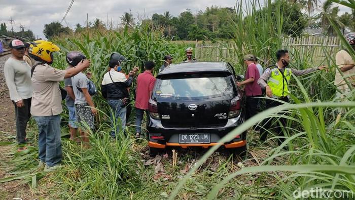 mobil tertabrak kereta di jember