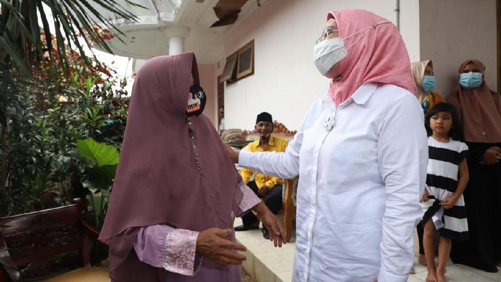 Kampanye di Kampung Kelahiran, Ratu Tatu Bertemu Teman SD