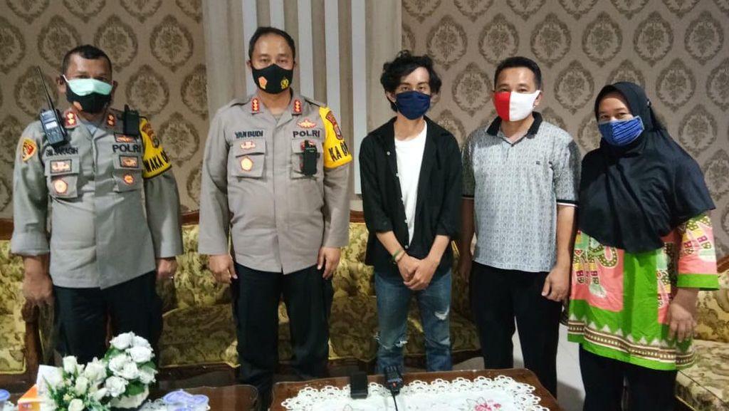 Polisi Jenguk Warga yang Diduga Kena Pukul Saat Demo Ricuh di Lampung