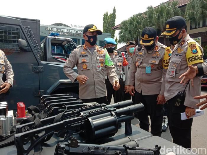 Polresta Malang Kota mempersiapkan pengamanan demontrasi susulan menolak UU Cipta Kerja.