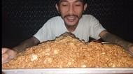 Gokil! Pria Kurus Ini Makan Nasi Goreng 5 Kilogram Sekaligus