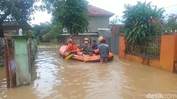 Ratusan rumah di Tasikmalaya terendam banjir hampir satu meter