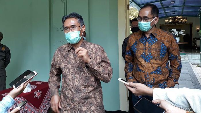 Rektor UGM Prof Panut Mulyono di kantor Gubernur DIY, Senin (12/10/2020).