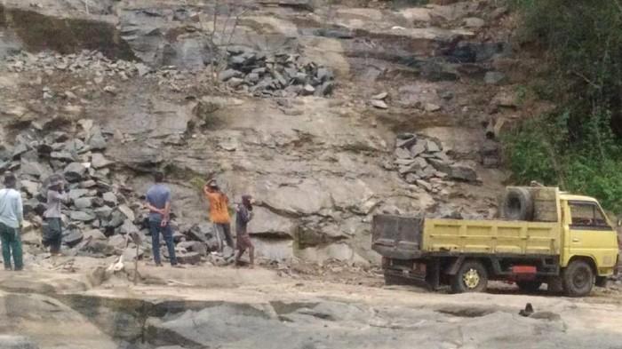 Tambang batu ilegal rusak bentang alam Geopark Ciletuh Sukabumi
