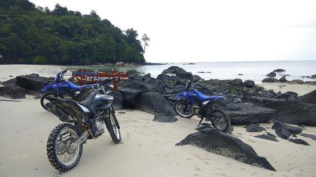 Pantai Jerangkat terletak di Desa Ketap, Kecamatan Jebus, Kabupaten Bangka Barat dan merupakan obyek wisata alam yang mulai dikenal sebagai destinasi untuk dikunjungi masyarakat.