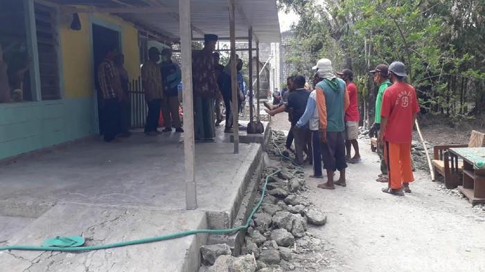 Satu keluarga di Bojonegoro tewas tersetrum jebakan tikus beraliran listrik. Kematian mereka menjadi duka mendalam bagi sanak saudara dan tetangga.