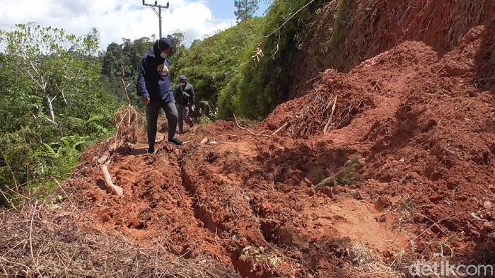 Tiga dusun di Mamasa terisolir akibat longsor. Ratusan warga mulai kehabisan bahan pangan (Abdy Febriady/detikcom)