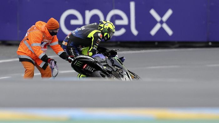 Italian rider Valentino Rossi of the Monster Energy Yamaha MotoGP after crashing during the MotoGP race of the French Motorcycle Grand Prix at the Le Mans racetrack, in Le Mans, France, Sunday, Oct. 11, 2020. (AP Photo/David Vincent)
