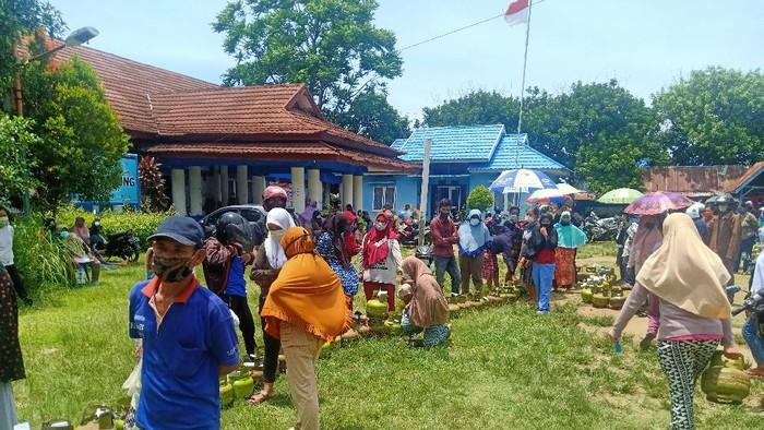 Antrean operasi pasar Elpiji 3 kg di Bengkulu