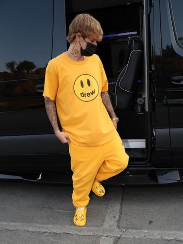 Crocs rilis sepatu kolaborasi dengan Justin Bieber.