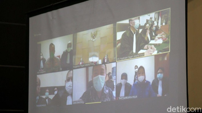 Djoko Tjandra, Anita Kolopaking dan Brigjen Pol Prasetijo Utomo menjalani sidang perdana kasus surat jalan palsu. Sidang dilaksanakan secara virtual.