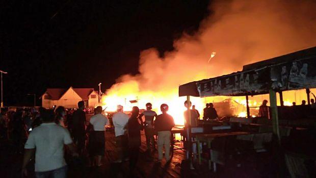 Kebakaran Landa Kampung Terapung Bontang Kuala Kaltim