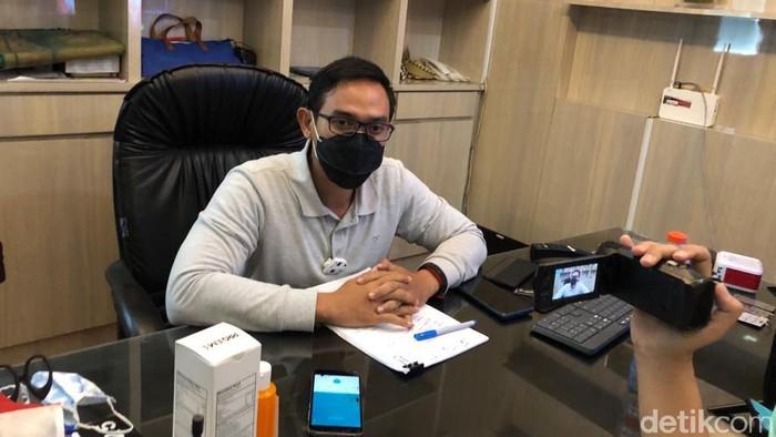 Kepala Bagian Hubungan Masyarakat Pemkot Surabaya Febriadhitya Prajatara