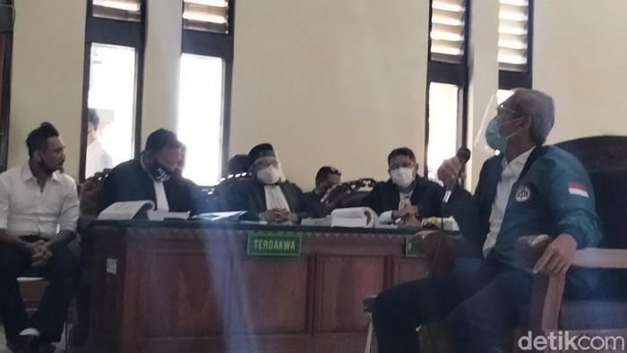 Ketua IDI Bali Putra Suteja bersaksi si sidang Jerinx SID.