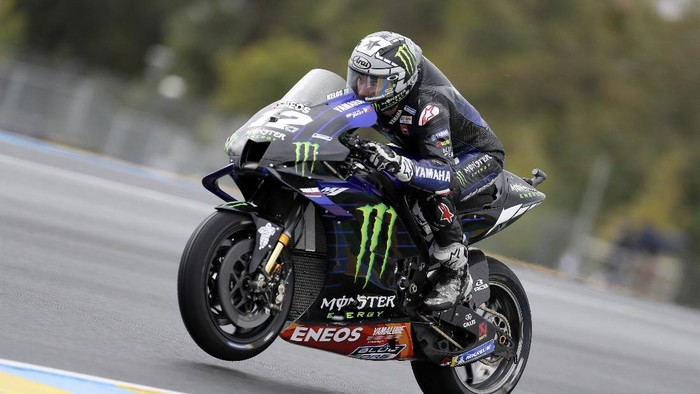 Spains rider Maverick Vinales of the Monster Energy Yamaha MotoGP steers his motorcycle during the MotoGP race of the French Motorcycle Grand Prix at the Le Mans racetrack, in Le Mans, France, Sunday, Oct. 11, 2020. (AP Photo/David Vincent)