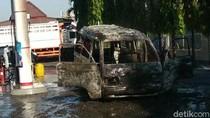 Sebuah Mobil Terbakar Usai Isi BBM di Pasuruan, DIduga Korsleting