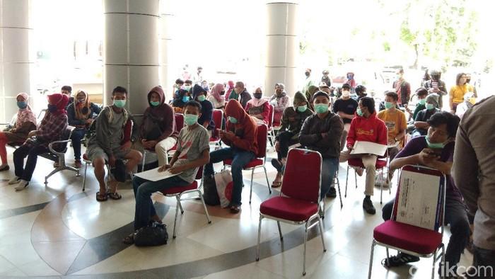 Pendemo Omnibus Law berujung ricuh di Makassar dibebaskan usai dipastikan negatif COVID-19 (Hermawan-detikcom).