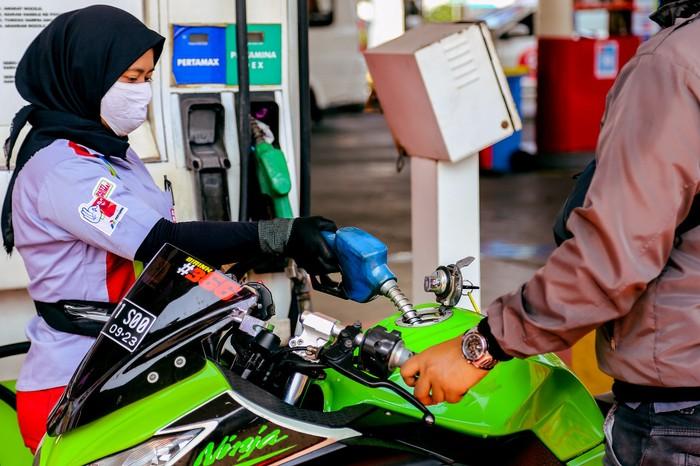 Pertamina menggelar program cashback untuk pembelian Pertamax sampai akhir bulan Oktober. Cashback Rp 250/liter tersebut dapat diperoleh konsumen yang membayar via aplikasi MyPertamina.