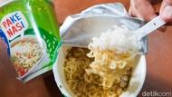 Begini Sensasi Makan Pop Mie Pake Nasi yang Lagi Viral