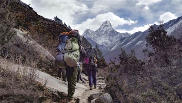 Pada akhirnya, ia tak berencana ke puncak Everest lagi. Ia memutuskan membuat film dokumenter yang mengangkat kehidupan porter selama pendakian 11 hari yang dimulai dari Kota Lukla, di ketinggian 2.865 MDPL, menuju ke Everest Base Camp.