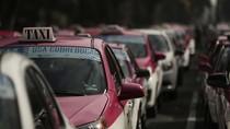 Potret Sopir Taksi Blokir Jalan di Meksiko