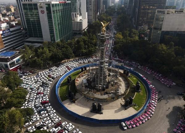 Peringkat paling buncit ditempati Mexico City, Meksiko. Kota ini memiliki tingkat polusi dan jam kerja tinggi. Sementara masyarakat punya opsi minim untuk melakukan kegiatan outdoor. Foto: AP/Fernando Llano