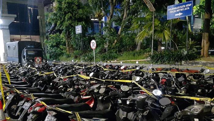 Puluhan motor milik perusuh di demo Patung Kuda diamankan polisi.