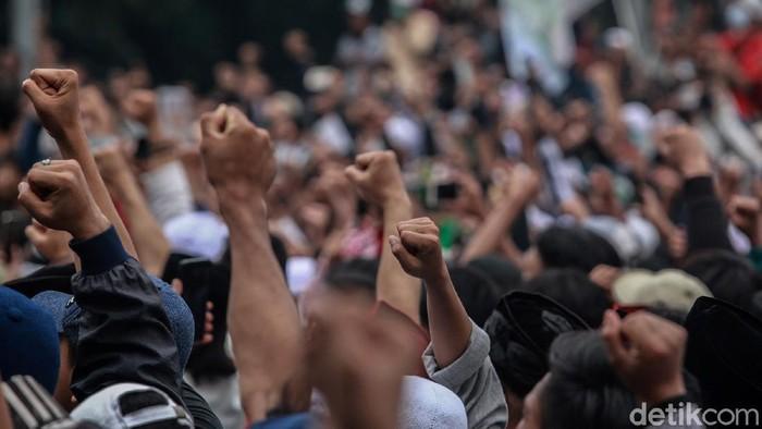 Ada kabar soal Habib Rizieq Syihab di tengah demo tolak UU Cipta Kerja. Ketum FPI KH Ahmad Shabri Lubis menyatakan Habib Rizieq akan segera pulang ke Tanah Air.