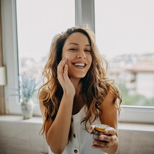 7 Kandungan Skincare yang Efektif untuk Atasi Kulit Kering