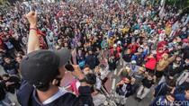 Tak Bisa Ke Istana, Mahasiswa Orasi di Kawasan Gambir