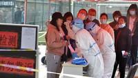 Kasus COVID-19 Meledak, China Kembali Lockdown Beberapa Wilayah