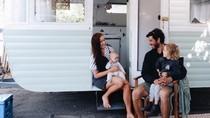 Pasangan Ini Sulap Van Jadi Mobil Liburan Asyik