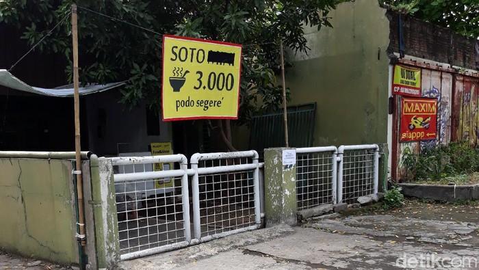 Warung soto di Jalan Monginsidi, Kepatihan Kulon, Jebres, Solo, Selasa (13/10/2020). Seorang penjualnya dinyatakan positif Corona.