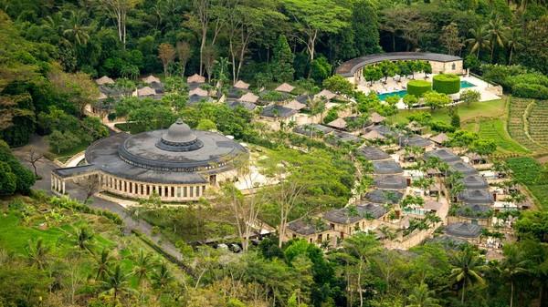 Amanjiwo merupakan hotel super eksklusif di daerah terpencil di pegunungan Menoreh dekat Magelang, Jawa Tengah. Ke-eksklusifannya membuat hotel ini mendapatkan predikat sebagai hotel terbaik versi majalah National Geographic Travel 2009 dan versi majalah La Dolce Vita 2010 (dok Amanjiwo)