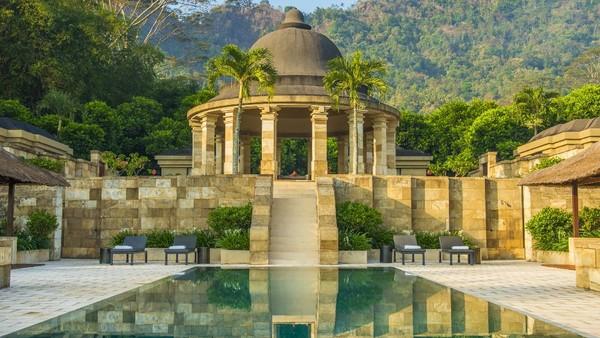 Lokasinya sangat strategis untuk menikmati keindahan alam. Dekat dengan hamparan sawah dan Anda juga dapat menikmati langsung pemandangan Candi Borobudur dari kejauhan di hotel ini (dok Amanjiwo)