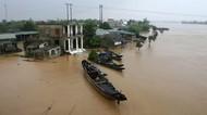 Penampakan Banjir yang Tewaskan Puluhan Orang di Vietnam