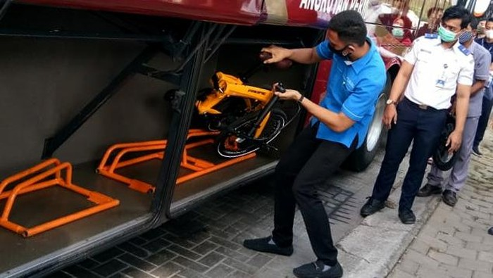 Banyaknya masyarakat yang menggunakan sepeda di masa pandemi, membuat BPTJ Kemenhub memberikan fasilitas bagasi sepeda di dalam Bus JR Connexion.