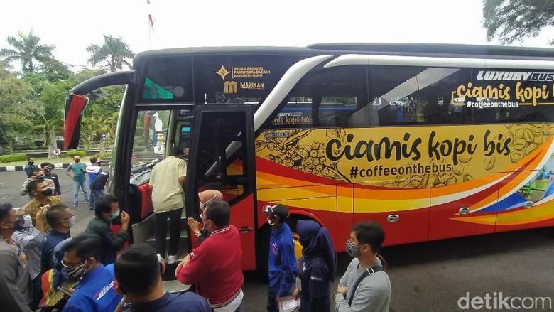 Bus wisata Cikobis atau Ciamis Kopi Bis