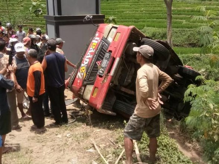Kecelakaan minibus di Dusun Kangsi Desa Karangsari, Kecamatan Jatiyoso, Karanganyar, Rabu (14/10/2020).