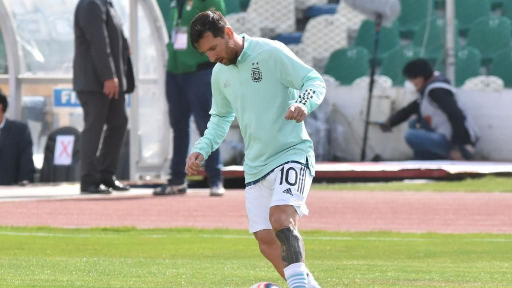 Rela Naik ke Atas Genteng Demi Lihat Messi