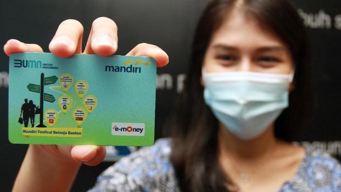 Pada bulan ini, Bank Mandiri meresmikan Bulan Layanan Digital dan Mandiri Festival Belanja Banten di Tangerang Selatan guna meningkatkan layanan digital.