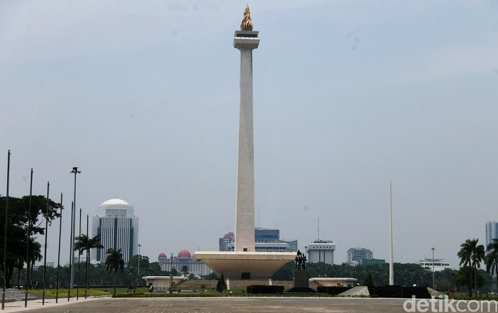 Revitalisasi Monas bagian selatan sudah selesai dikerjakan. Namun, Monumen Nasional belum dibuka untuk umum untuk mencegah penyebaran virus Corona.