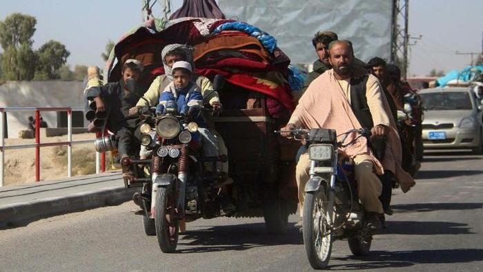 Warga di Afghanistan Selatan eksodus usai kecamuk konflik antara Taliban dan pasukan keamanan (AFP Photo)