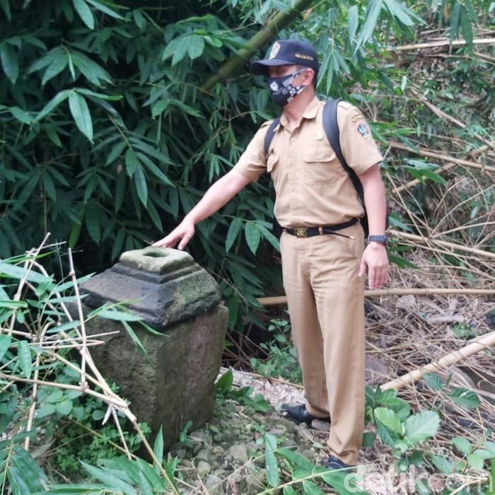 Warga Blitar menemukan beberapa benda yang diduga situs cagar budaya. Benda-benda itu ditemukan di sekitar Sungai Mbesi dan makam Suko Kecamatan Gansusari, Kabupaten Blitar.
