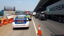 Kecelakaan Beruntun 2 Truk di Km 19 Tol Tambun, Sopir Luka-luka