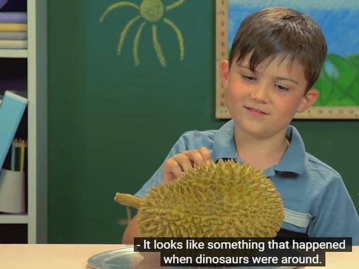 Bocah Amerika Cicip Durian